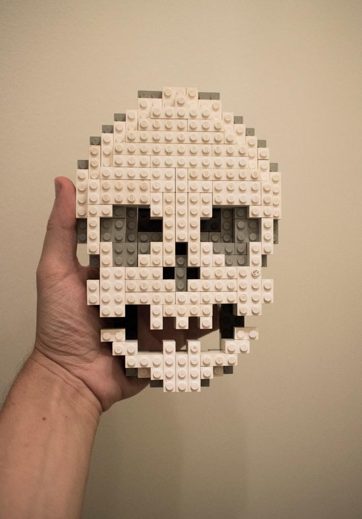 lego_skull_in_hand